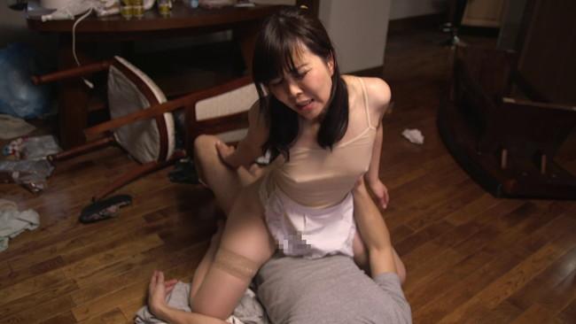 【おっぱい】どうしても片付けの出来ない僕が雇った超ミニタイトスカートの家政婦さんたちのおっぱい画像がエロすぎる!【30枚】 25