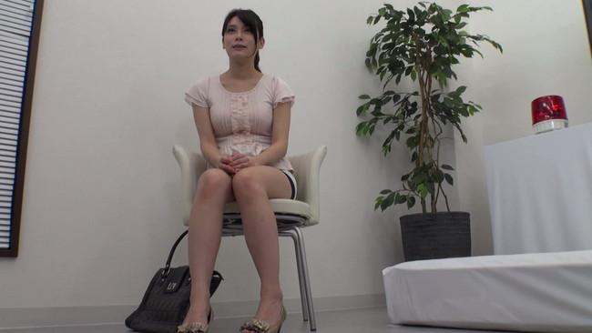 【おっぱい】スカートの中を真下から見上げられながら、Hなビデオを鑑賞してもらえませんか?街で声をかけたお嬢さんのおっぱい画像がエロすぎる!【30枚】 08