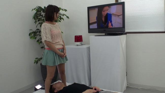 【おっぱい】スカートの中を真下から見上げられながら、Hなビデオを鑑賞してもらえませんか?街で声をかけたお嬢さんのおっぱい画像がエロすぎる!【30枚】 21