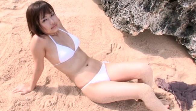 【おっぱい】雑誌「FRIDAY」でグラビアデビューを飾り、TVでも活躍する話題のアイドル・工藤里紗ちゃんのおっぱい画像がエロすぎる!【30枚】