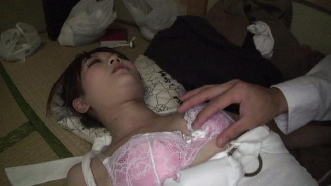 【おっぱい】飲み過ぎ注意で神展開!酒で酔いつぶれた所を性欲に任せてやりたい放題されちゃっている女の子のおっぱい画像がエロすぎる!【30枚】 09