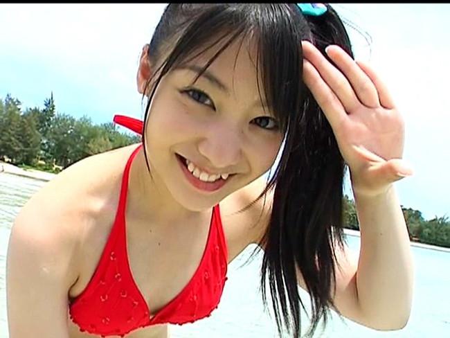 【おっぱい】太陽のような笑顔が最高に眩しいグラビアアイドルで女優だった小池唯ちゃんのおっぱい画像がエロすぎる!【30枚】 27