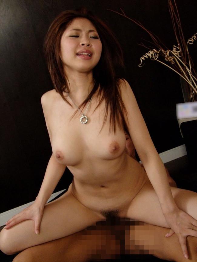 【おっぱい】ピンクマ○コから大量潮吹き絶頂SEX!美しいボディライン!美乳GカップAV女優の香坂杏奈ちゃんのおっぱい画像がエロすぎる!【30枚】 25