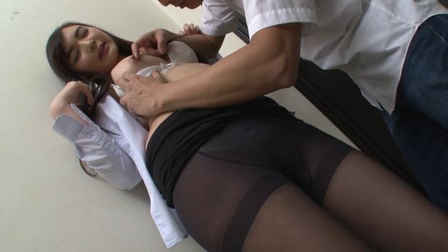 【おっぱい】突然やってきて媚薬のセールス?!まさかの生SEXを要求してくる黒パンストのセールスレディのおっぱい画像がエロすぎる!【30枚】 10