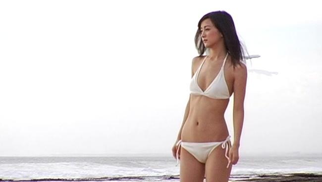 【おっぱい】TV、CM、映画にと、とどまるところを知らないグラビアアイドル・小松彩夏ちゃんのおっぱい画像がエロすぎる!【30枚】 30
