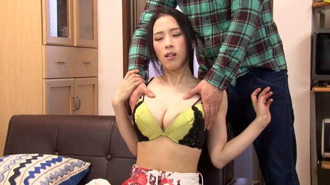 【おっぱい】ウブな上京大学生を襲ってしまう!マンションの隣の部屋に住む性欲過剰の肉食巨乳人妻さんたちのおっぱい画像がエロすぎる!【30枚】 01