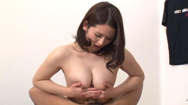 【おっぱい】ウブな上京大学生を襲ってしまう!マンションの隣の部屋に住む性欲過剰の肉食巨乳人妻さんたちのおっぱい画像がエロすぎる!【30枚】 30