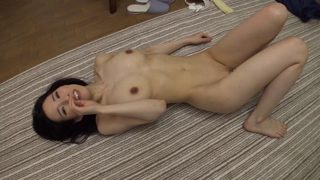【おっぱい】自宅にお邪魔して旦那のいない間に寝取りセックスしちゃった大阪の素人人妻さんたちのおっぱい画像がエロすぎる!【30枚】