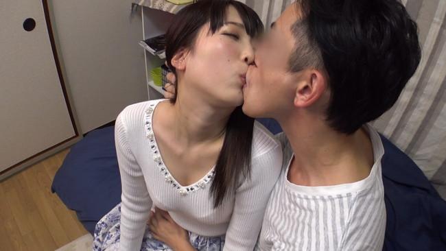 【おっぱい】自宅にお邪魔して旦那のいない間に寝取りセックスしちゃった大阪の素人人妻さんたちのおっぱい画像がエロすぎる!【30枚】 13