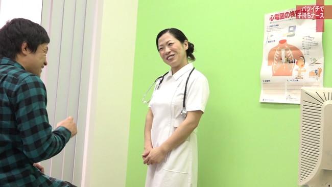 【おっぱい】純白のナース服を脱がされてセックスしまくりたい!バツイチで子持ち、訳あり看護師さんのおっぱい画像がエロすぎる!【30枚】