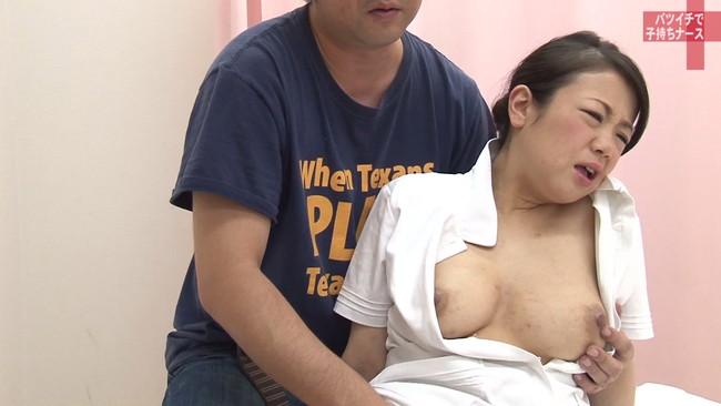 【おっぱい】純白のナース服を脱がされてセックスしまくりたい!バツイチで子持ち、訳あり看護師さんのおっぱい画像がエロすぎる!【30枚】 10