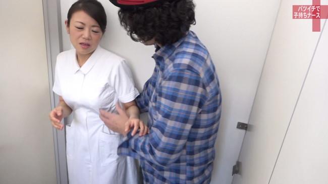【おっぱい】純白のナース服を脱がされてセックスしまくりたい!バツイチで子持ち、訳あり看護師さんのおっぱい画像がエロすぎる!【30枚】 18