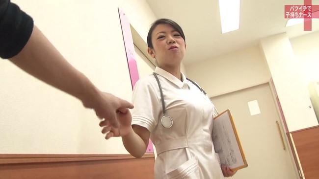 【おっぱい】純白のナース服を脱がされてセックスしまくりたい!バツイチで子持ち、訳あり看護師さんのおっぱい画像がエロすぎる!【30枚】 22