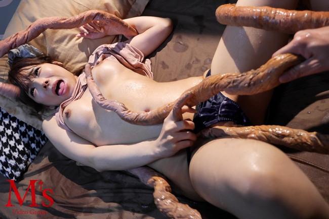 【おっぱい】たくさんの触手で犯されちゃっている女性のエロすぎるおっぱい画像【30枚】 07