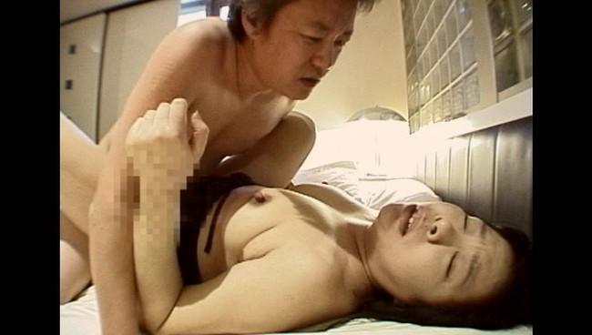 【おっぱい】痴女のフェラ、ハメ撮りの濃厚セックス…カメラに向かって豪快にオナニーをする熟女たちのおっぱい画像がエロすぎる!【30枚】 22