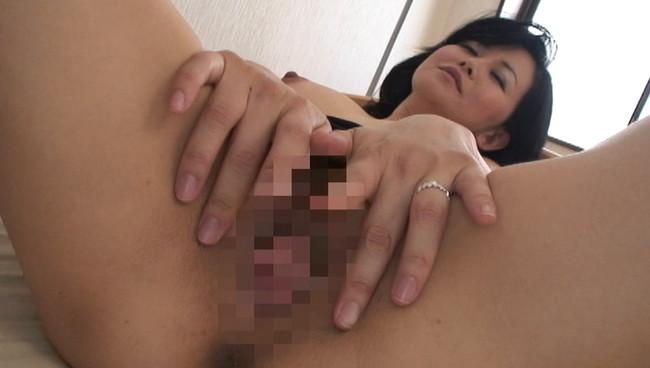 【おっぱい】痴女のフェラ、ハメ撮りの濃厚セックス…カメラに向かって豪快にオナニーをする熟女たちのおっぱい画像がエロすぎる!【30枚】 27