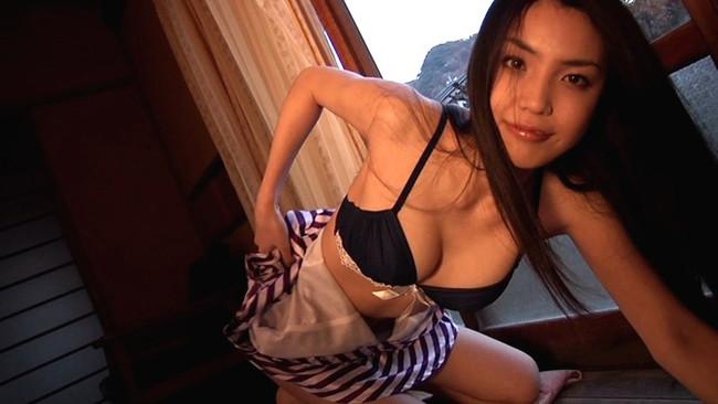 【おっぱい】キュートに微笑む姿が堪らない!伝説のGカップビジュアルクイーン・澤木律沙ちゃんのおっぱい画像がエロすぎる!【30枚】 21