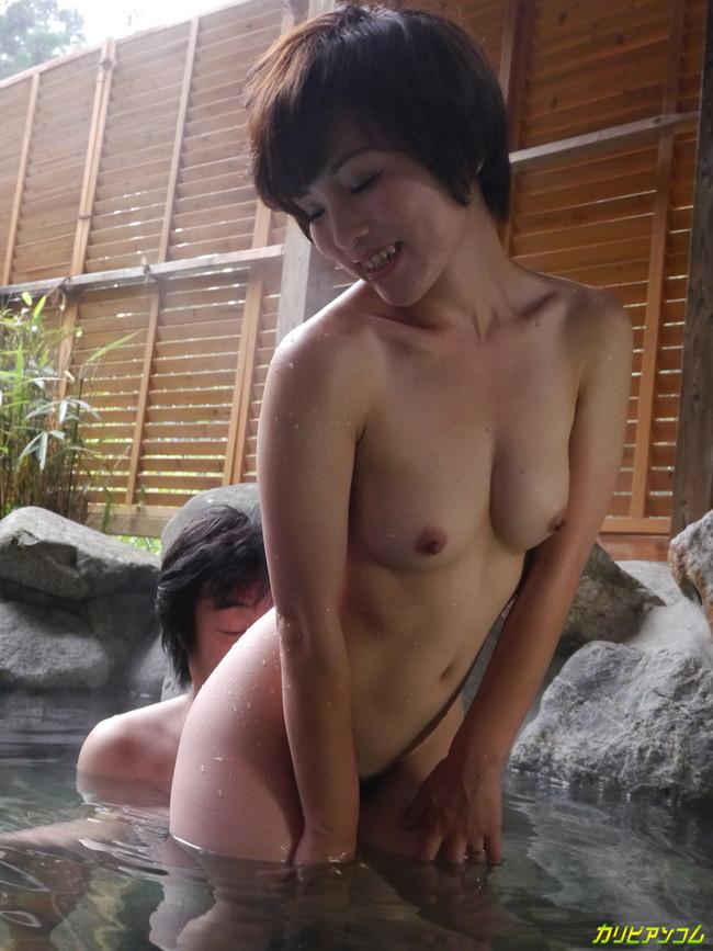【おっぱい】温泉も一緒に入りたい!女の子のおっぱい画像がエロすぎる!【30枚】 09