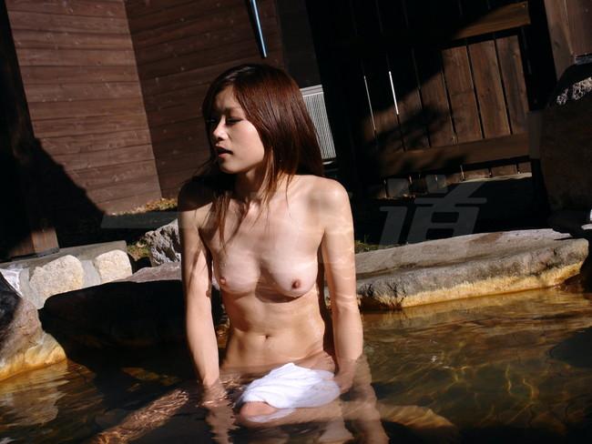 【おっぱい】温泉も一緒に入りたい!女の子のおっぱい画像がエロすぎる!【30枚】 10