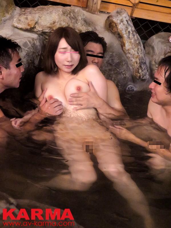 【おっぱい】温泉も一緒に入りたい!女の子のおっぱい画像がエロすぎる!【30枚】 18