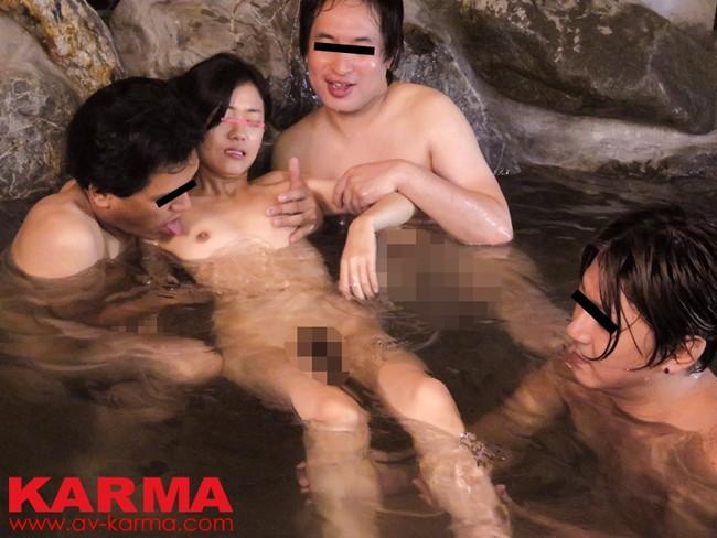 【おっぱい】温泉も一緒に入りたい!女の子のおっぱい画像がエロすぎる!【30枚】 19