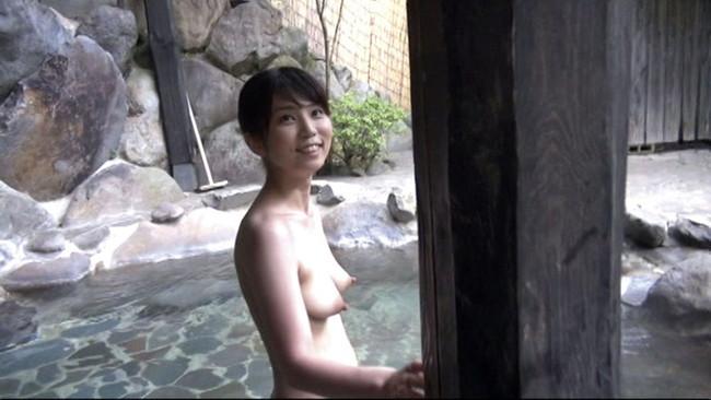 【おっぱい】温泉も一緒に入りたい!女の子のおっぱい画像がエロすぎる!【30枚】 27
