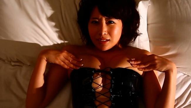 【おっぱい】舐めドルとして覚醒した注目の美少女Fカップ巨乳グラビアアイドル・咲丘るいちゃんのおっぱい画像がエロすぎる!【30枚】 18