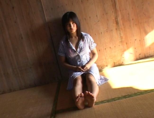 【おっぱい】清楚感漂う黒髪がとってもセクシーなグラビアアイドル・佐倉レイナちゃんのおっぱい画像がエロすぎる!【30枚】 10