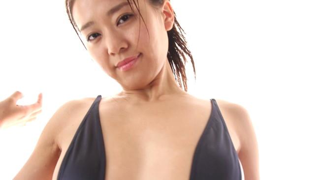 【おっぱい】「レースクイーン・オブ・ザ・イヤー13-14」を受賞、キャスターとしても活動している佐野真彩ちゃんのおっぱい画像がエロすぎる!【30枚】 22