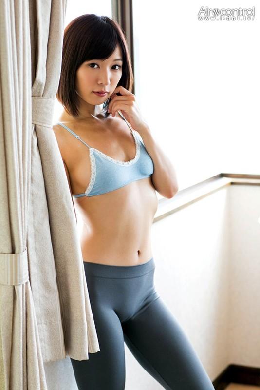 【おっぱい】グラビア・女優・バラエティなど幅広い活躍をしている階戸瑠李ちゃんのおっぱい画像がエロすぎる!【30枚】 14