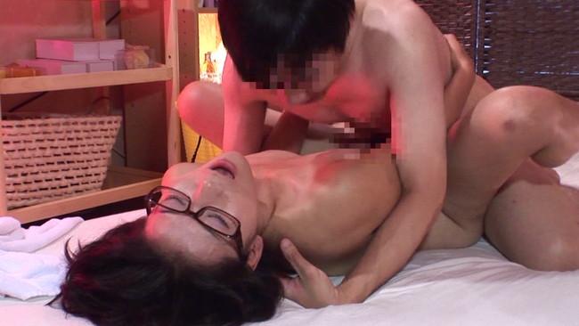 【おっぱい】性的サービスの認可がされているか定かではない怪しいアジア系マッサージ店で働く女性たちのおっぱい画像がエロすぎる!【30枚】 12