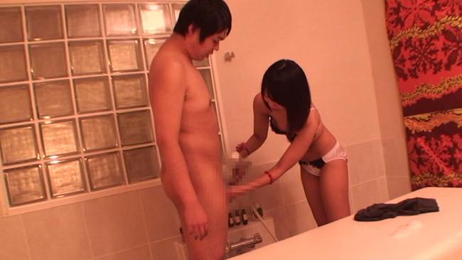 【おっぱい】性的サービスの認可がされているか定かではない怪しいアジア系マッサージ店で働く女性たちのおっぱい画像がエロすぎる!【30枚】 14