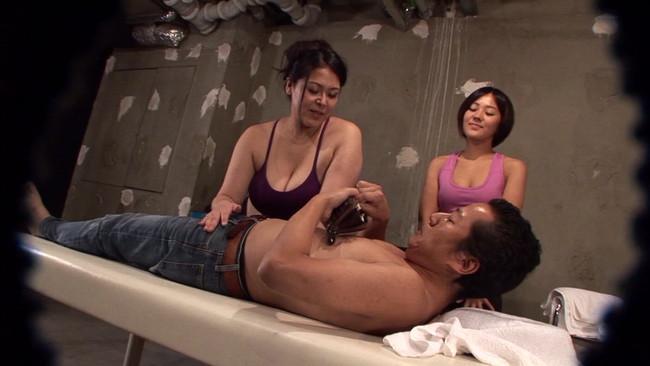 【おっぱい】性的サービスの認可がされているか定かではない怪しいアジア系マッサージ店で働く女性たちのおっぱい画像がエロすぎる!【30枚】 18