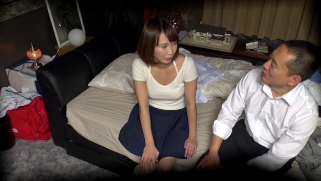 【おっぱい】恋愛相談に乗るフリをして我が家でセックス!相席居酒屋で知り合った綺麗な人妻さんたちのおっぱい画像がエロすぎる!【30枚】