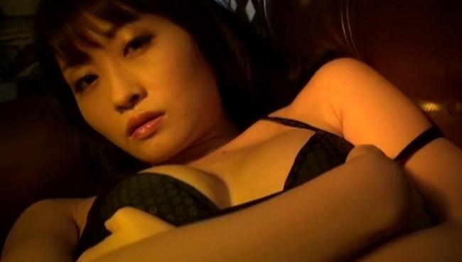 【おっぱい】Gカップの柔らかバストとくびれたウエストがセクシーなグラビアアイドル・西島亜希ちゃんのおっぱい画像がエロすぎる!【30枚】 16