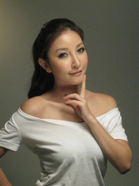 【おっぱい】モデルとしてファッション誌「VOGUE」や「ELLE」で活躍し、CMやテレビの出演もこなす、シャロン・シュー(許維恩)さんの画像がエロすぎる!【30枚】 17