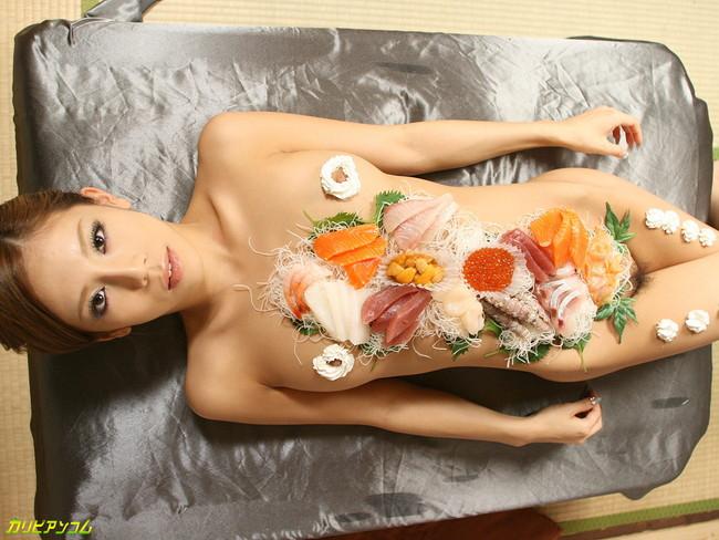 【おっぱい】女体盛りでお料理と一緒に運ばれてきちゃった女の子のおっぱい画像がエロすぎる!【30枚】 07