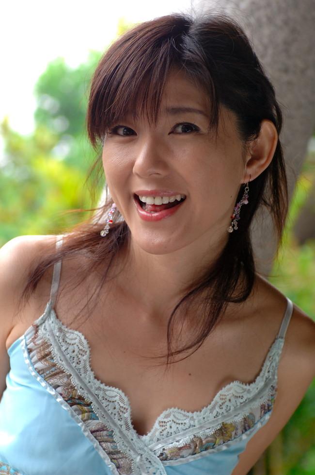 【おっぱい】チャームポイントは美脚と笑顔!トップレースクイーンとして活躍してきた杉村陽子さんのおっぱい画像がエロすぎる!【30枚】 03
