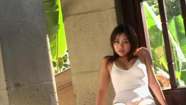 【おっぱい】TV番組にグラビアに写真集などで大人気!とろける笑顔のお姫様、鈴木あきえちゃんのおっぱい画像がエロすぎる!【30枚】 09