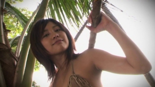 【おっぱい】TV番組にグラビアに写真集などで大人気!とろける笑顔のお姫様、鈴木あきえちゃんのおっぱい画像がエロすぎる!【30枚】 11
