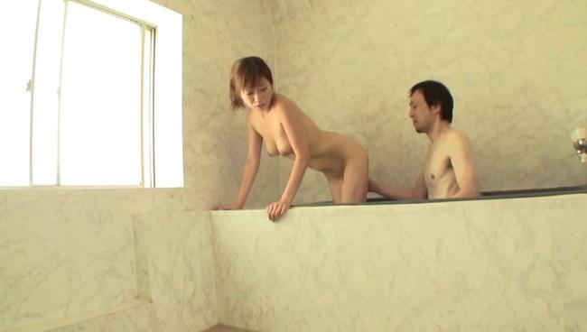 【おっぱい】民宿の貸切風呂で男性と二人っきり?!気まずい雰囲気の中、展開されるエロ行為に満足する若奥様のおっぱい画像がエロすぎる!【30枚】 27