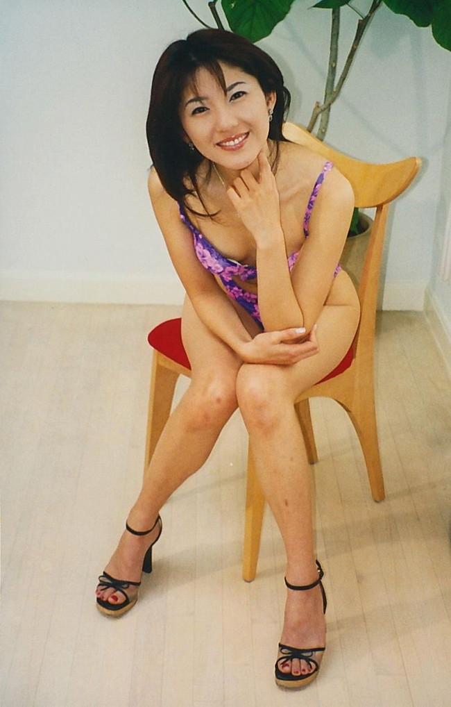 【おっぱい】ミルク色の肌、長く引き締まった美脚、つややかな瞳、アンズのヒップの鈴木史華ちゃんのおっぱい画像がエロすぎる!【30枚】 14