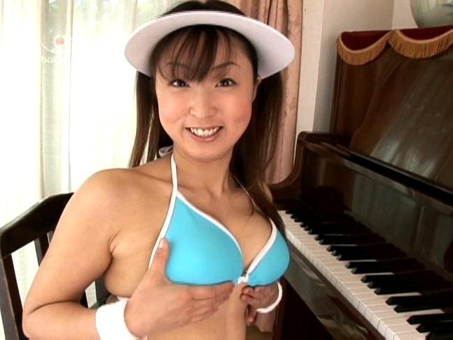 【おっぱい】小柄な体に大きな92センチバストとCDデビューもしているグラビアアイドル・関川理沙ちゃんのおっぱい画像がエロすぎる!【30枚】 15