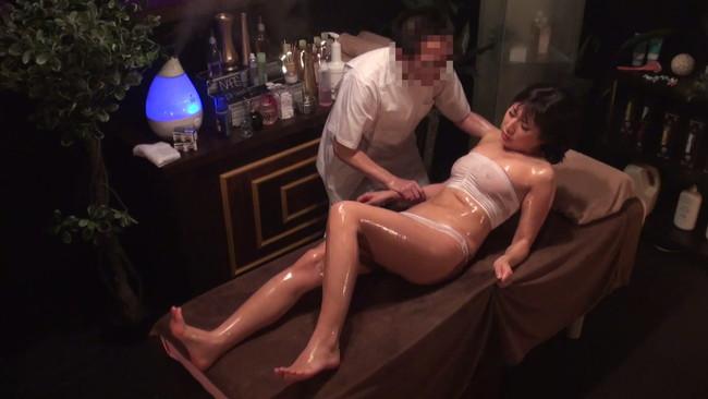 【おっぱい】媚薬のフルコースで痙攣し、腰を突き上げ何度もイキ狂い!発狂媚薬エステに通う美乳な若妻さんたちのおっぱい画像がエロすぎる!【30枚】 16
