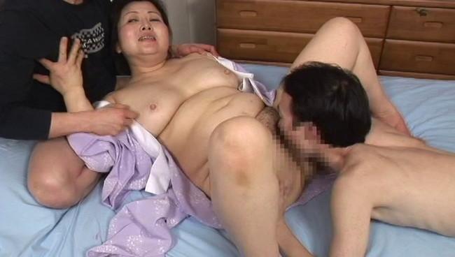 【おっぱい】太るほどに性欲も強くなる濃密な肉感交尾!そんなふくよかな肉体を持つ熟女さんたちのおっぱい画像がエロすぎる!【30枚】 04
