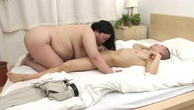 【おっぱい】太るほどに性欲も強くなる濃密な肉感交尾!そんなふくよかな肉体を持つ熟女さんたちのおっぱい画像がエロすぎる!【30枚】 08