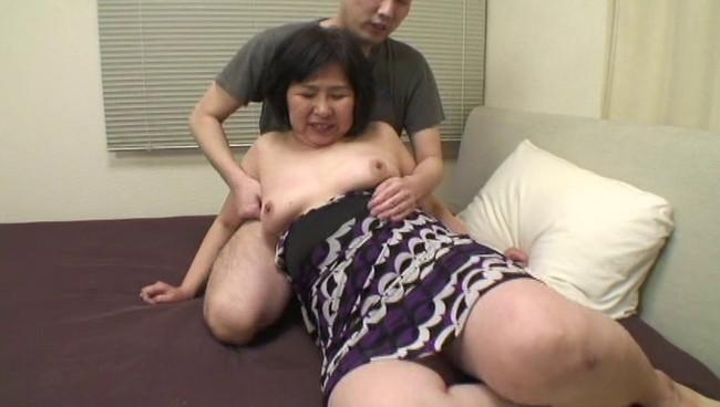 【おっぱい】太るほどに性欲も強くなる濃密な肉感交尾!そんなふくよかな肉体を持つ熟女さんたちのおっぱい画像がエロすぎる!【30枚】 10