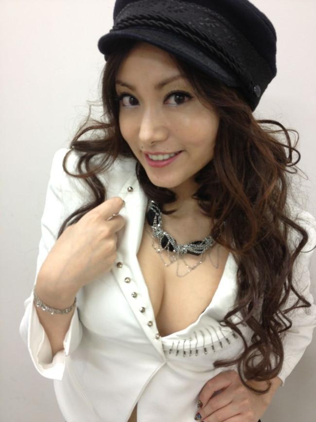 【おっぱい】声も表情も、もちろんおっぱいもエロすぎる!大人気女性声優・たかはし智秋さんのおっぱい画像がエロすぎる!【30枚】 24