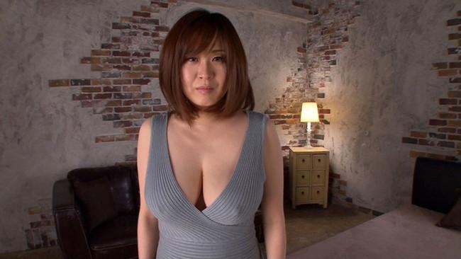 【おっぱい】ニットの服着て巨乳を見せびらかす女の子のおっぱい画像がエロすぎる!【30枚】 18