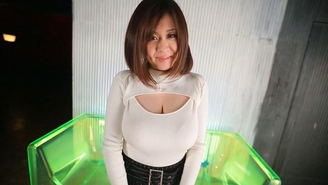 【おっぱい】ニットの服着て巨乳を見せびらかす女の子のおっぱい画像がエロすぎる!【30枚】 24